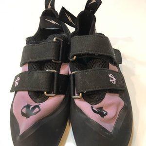 Shoes - Climbing shoes